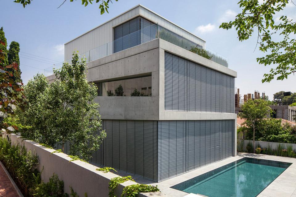 a-modern-concrete-house-2.jpg