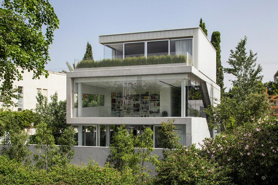 a-modern-concrete-house-1.jpg