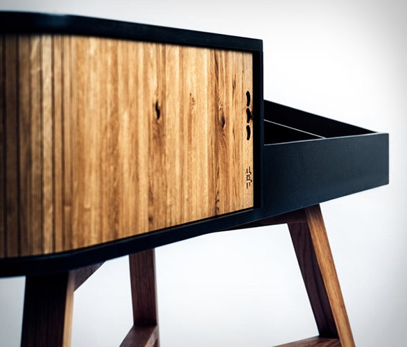 hrdl-vinyl-table-4.jpg