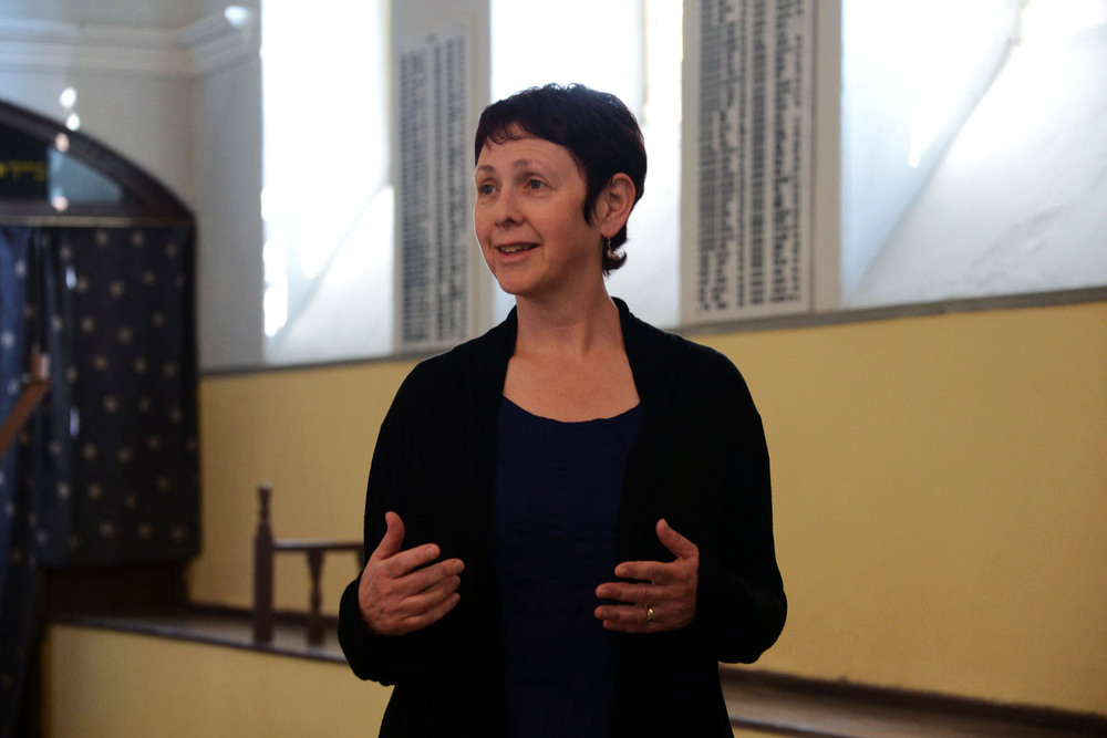 Co-director Carol Gordon. Carol inside the Kahal Kadosh Yashan Synagogue in Ioannina. Photo Emanuel T. Santos.