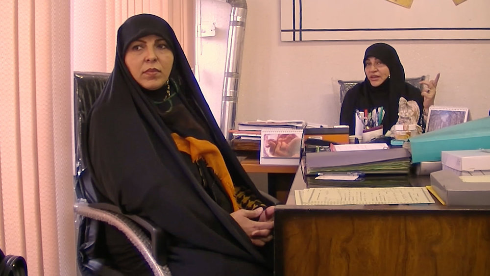 Return to Ex-husband: Afsaneh and Masoumeh trying to convince the divorced woman to return to her ex-husband.
