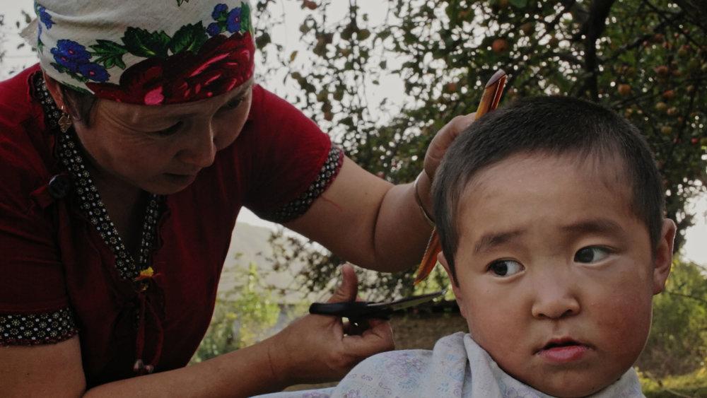 Harvest Moon -  Suusar cutting her son's hair