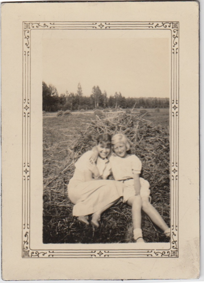 ANNA LISA WITH HER YOUNGER SISTER KAREN (MELISSA'S GRANDMOTHER TAKEN IN THE SUMMER BEFORE ANNA LISA'S DEATH IN 1976)