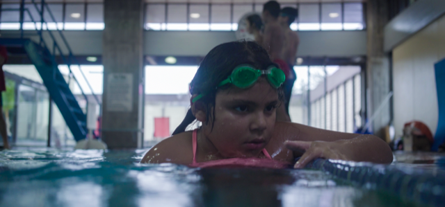 La Mariposa - Carol (Lucero Aguilar), thinking by the side of the pool.