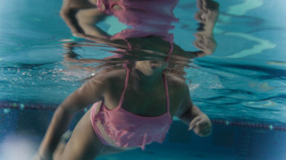La Mariposa - Carol (Lucero Aguilar), Swimming