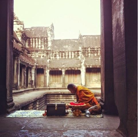 Angkor tapınağında bir Budist rahip