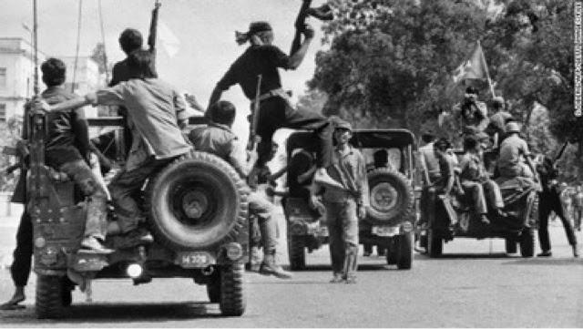 Kızıl Khmer gerillaları başkente girerlerken.