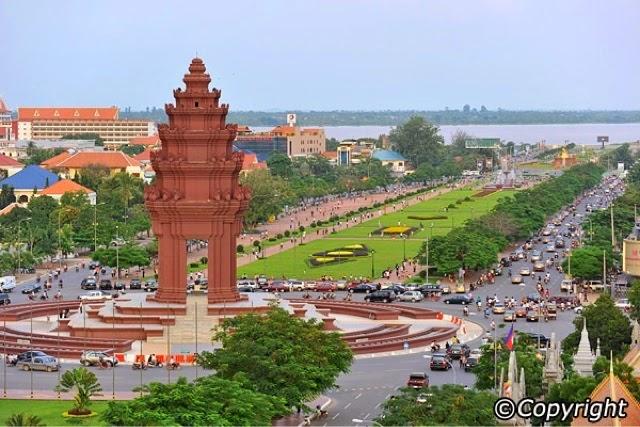 Phnom Penh - Victory Monument