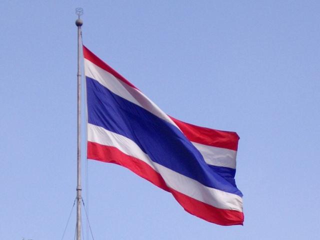 Renkleri halkı, budizmi ve krallığı temsil eden Tayland bayrağı