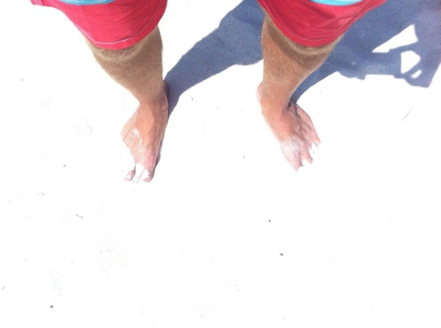 Beyaz kumu öğlen saatlerinde insanın gözünü yoran Phi Phi takım adalarından