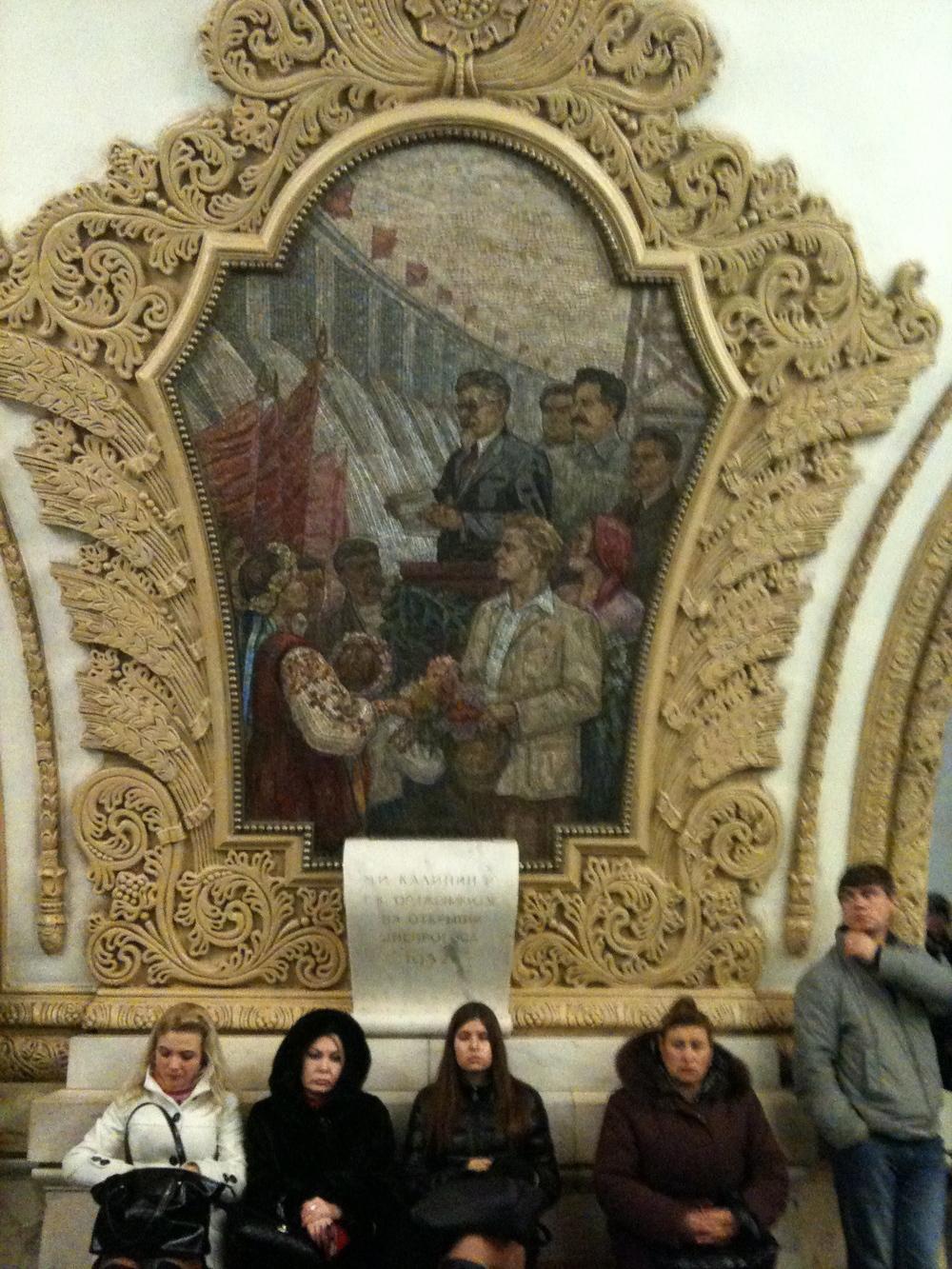 Metroda Kalinin temsili bir mozaik calışması.