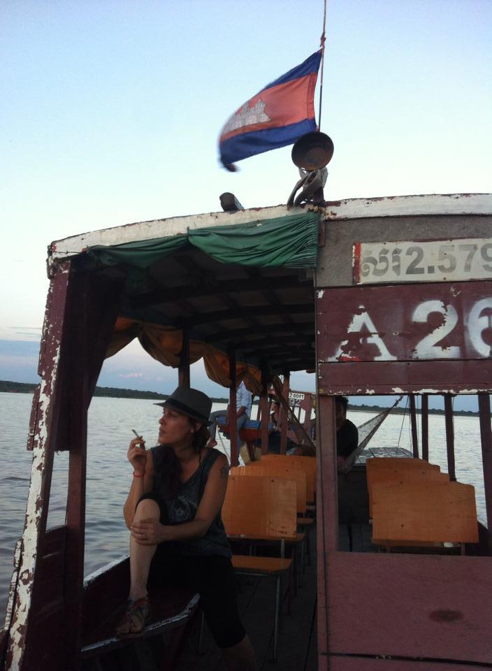 Tonle Sap gölünde gün batımı keyfi.