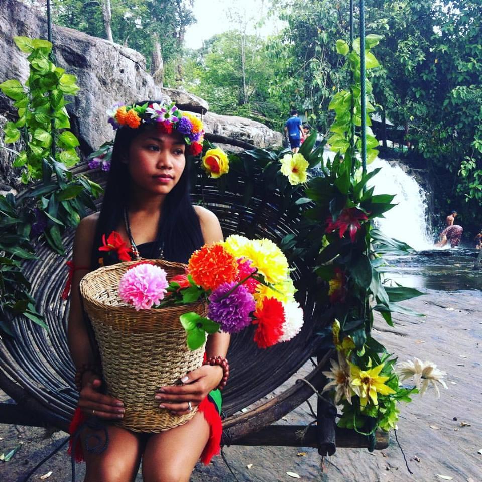 Phnom Kulen'de bir Khmer kızı.