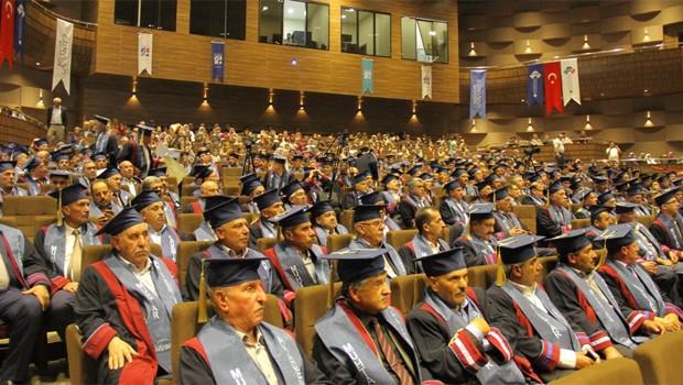 Türkiye'deki muhtar diploma töreninden bir kare.