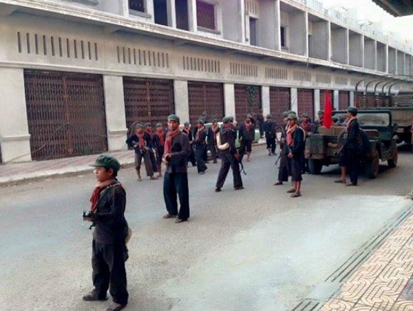 Milletin adamları Kızıl Kmerler Phnom Penh´e girerlerken.