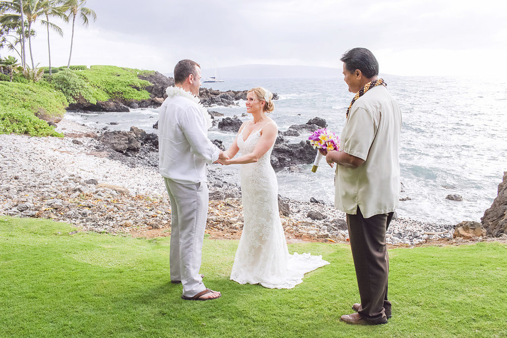 bliss-maui-wedding-kukahiko-estate-love-and-water-photography-erika-joe-12.jpg
