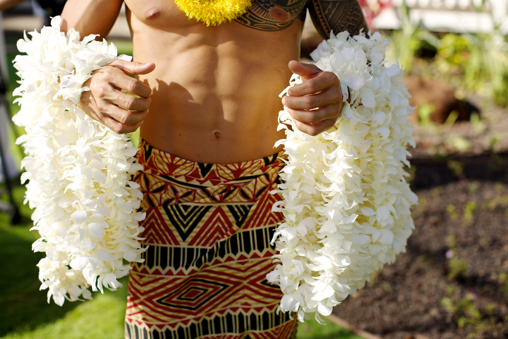 Traditional Hawaiian white wedding leis - Bliss Weddings