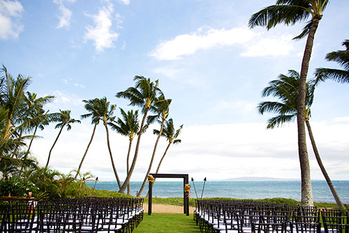 Sugar Beach Events wedding ceremony by Bliss Maui - photo by Anna Kim Photography
