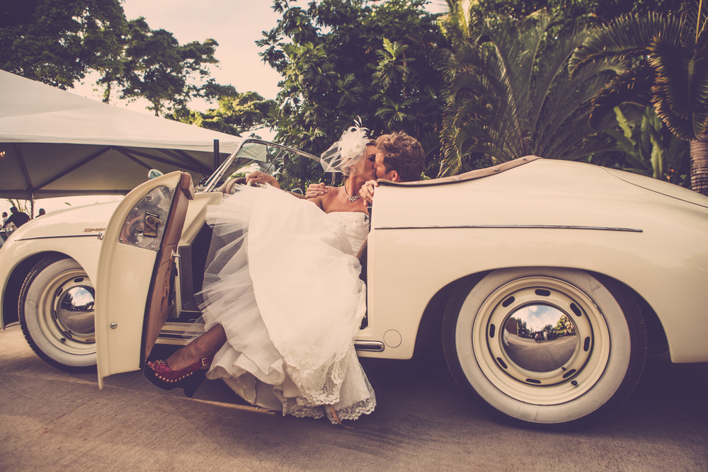 Vintage car bridal photo shoot