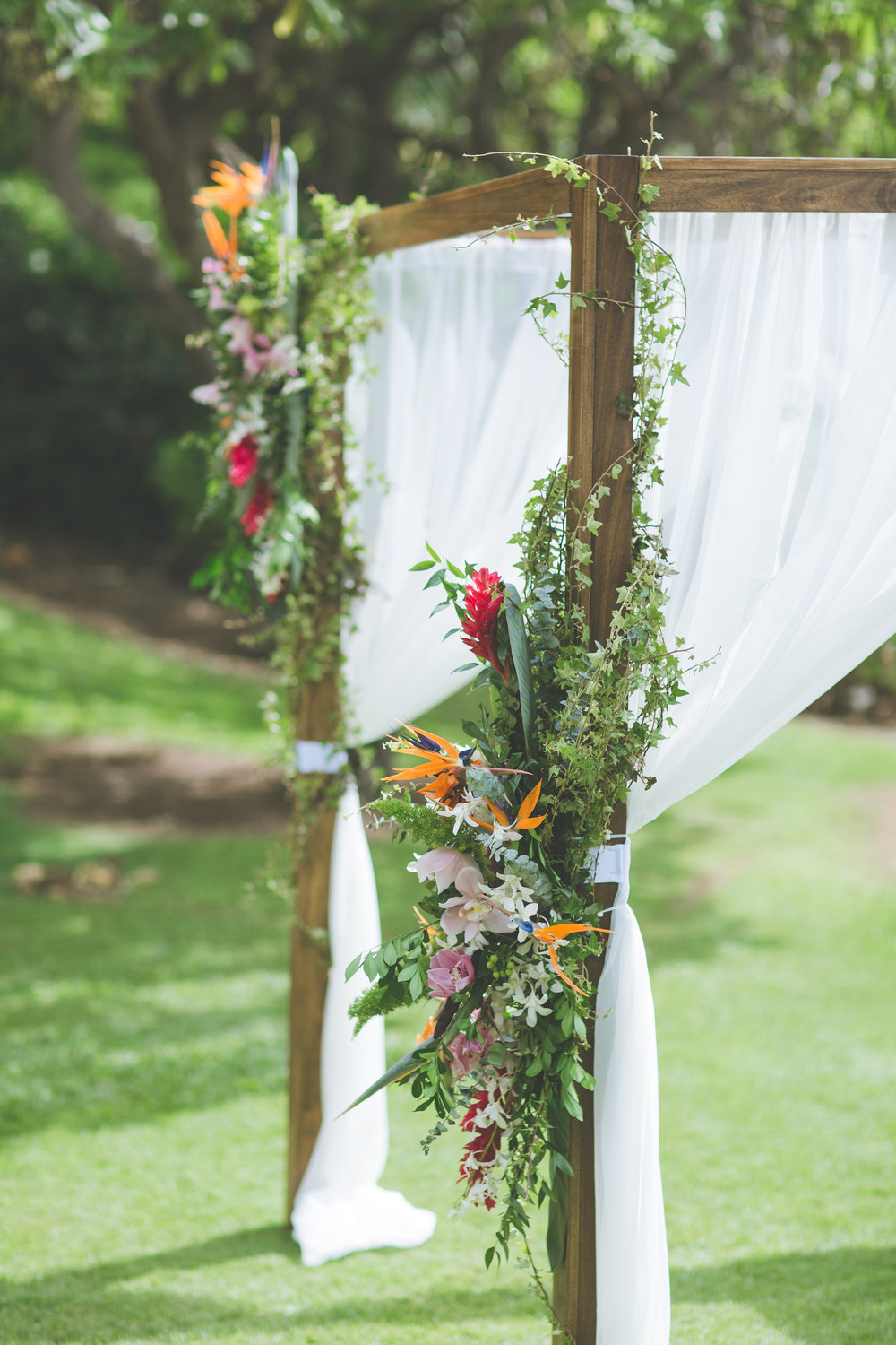 Bliss Maui Wedding - Dmitri and Sandra Photography - wedding arch flowers