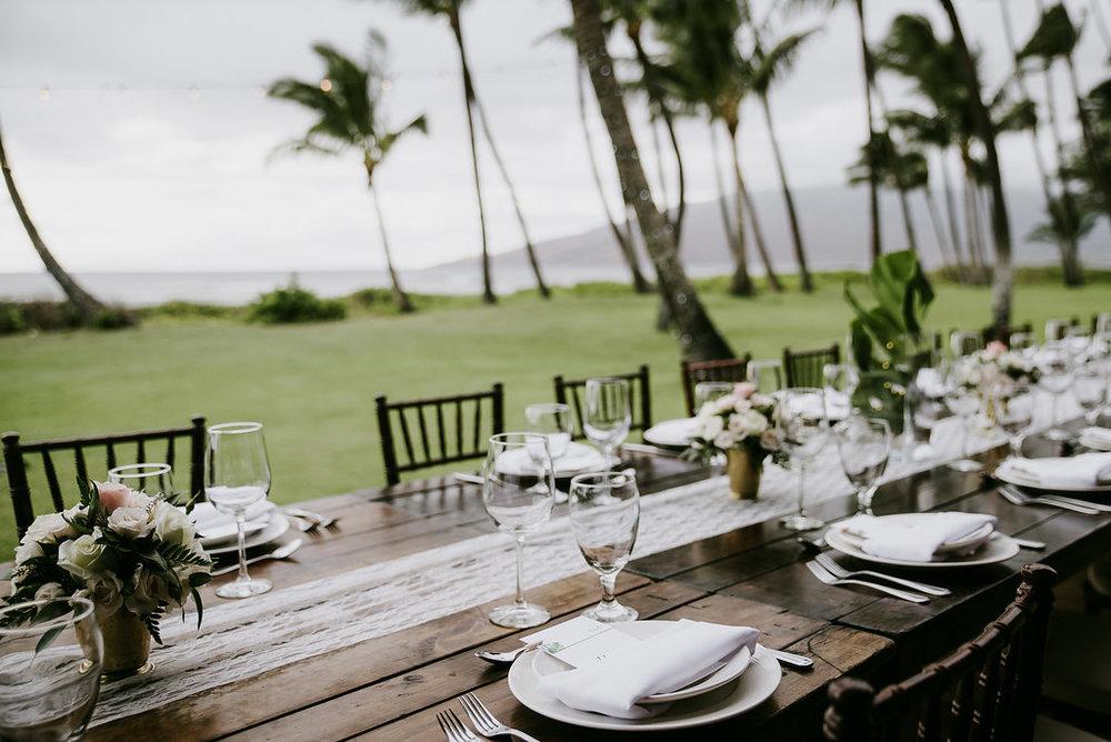 Hawaii wedding planner wedding table