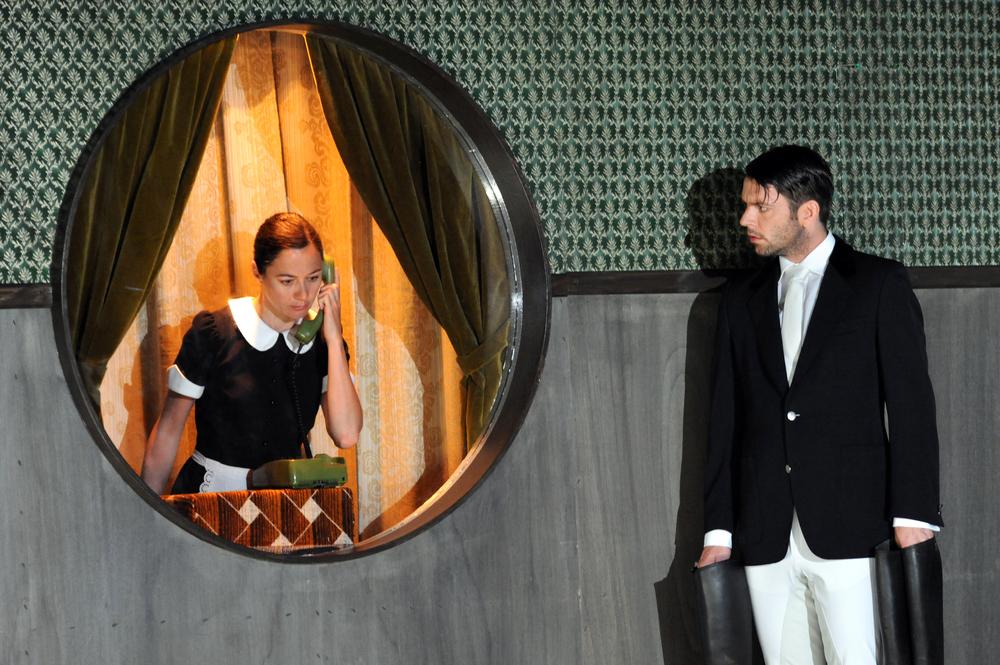 "Foto: Nils Klinger (Christina Weiser und Thomas Mezcele in ""Medea"")"