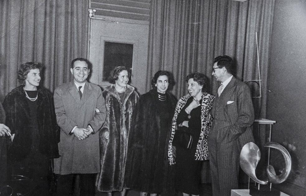 Primera exposición individual en la galería Pizarro, en 1958.