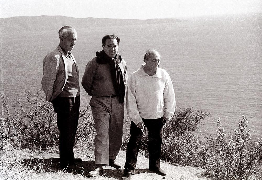 Claudio Girola ( hermano de Enio), Enio y Godofredo Iommi ( tío de Enio) en Chile, circa 1960. Foto: Susana Schneider, mujer de Enio.