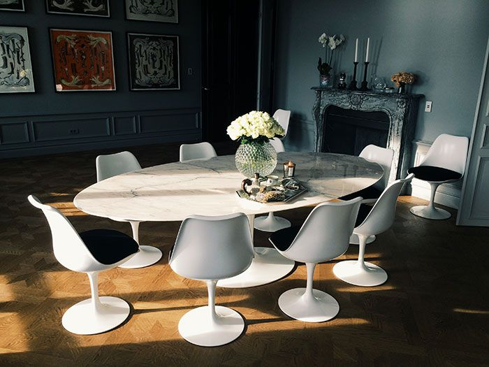 This Dining Room Has A Lovely Contrast Of Traditional Design And Mid Century Modern