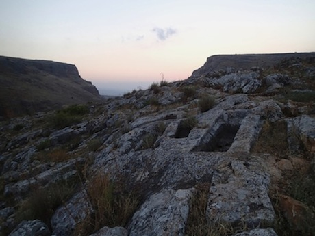 The cemetery below Arbel.