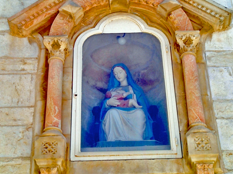 This Madonna sits above the main entrance. She is focused on her duty, undistracted by the thousands of tourists passing beneath her feet.