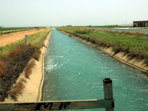 The Al-Balīkh basin is heavily canalized. The water extends farming opportunities in this chronically poor region.