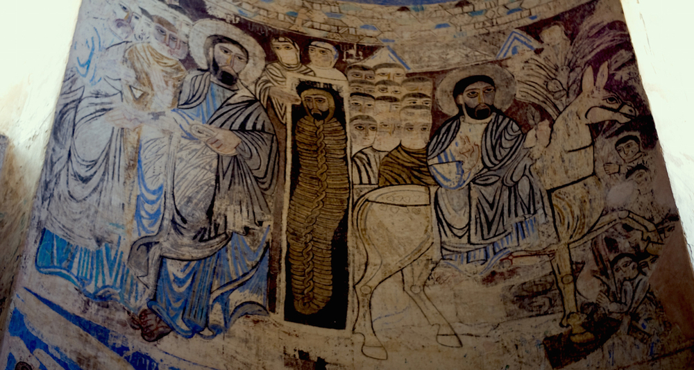 Scenes from the Gospel story. On the left, Jesus raises Lazarus from the dead. On right, the triumphal entry of Jesus into Jerusalem. Image from here.