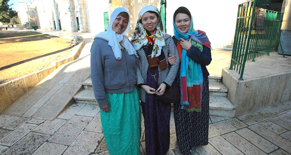 Three ladies looking marvelously modest on a cold winter day in Jerusalem. Note the scarfwork. Yup, that's Vicki on the left.