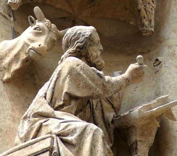 amiens-cathedrale-portail-sud-vierge-doree-saint-honore-scriptorium.jpeg