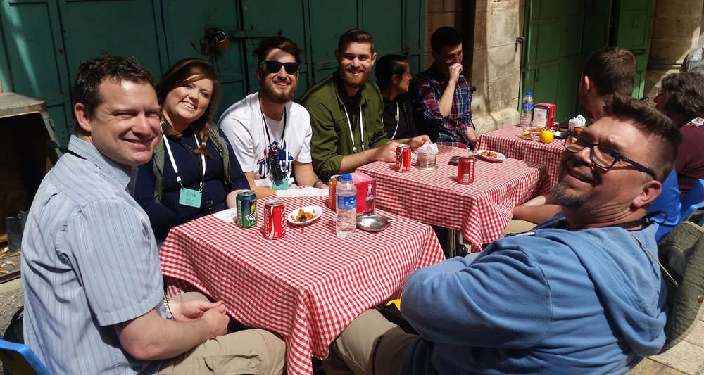 Daniel Overdorf shares lunch with students in Jerusalem's Old City.