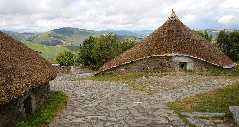 I've seen several of these traditional houses known locally as a  palloza  here in Galicia. In fact, in the evening of the day I visited O Cebreiro our pilgrim meal was served in such a structure. Some say the style has persisted in the region since the Roman period. I accessed this fine photograph    here    on 7/27/2018.
