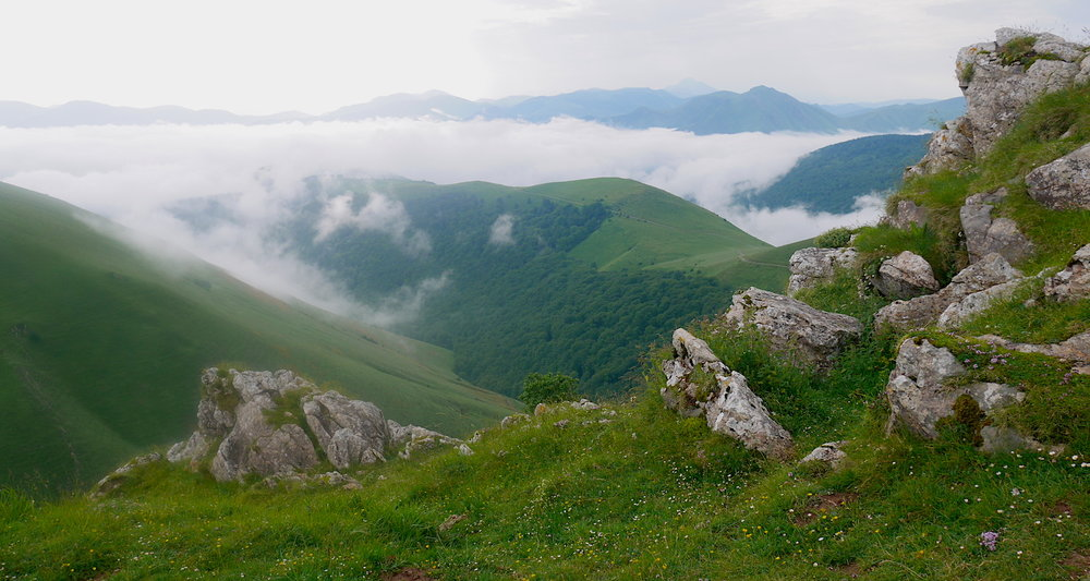 A splendid view into the heart of the heart of the Pyrénées!