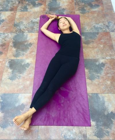 Annie Au Yin Yoga Bananasana