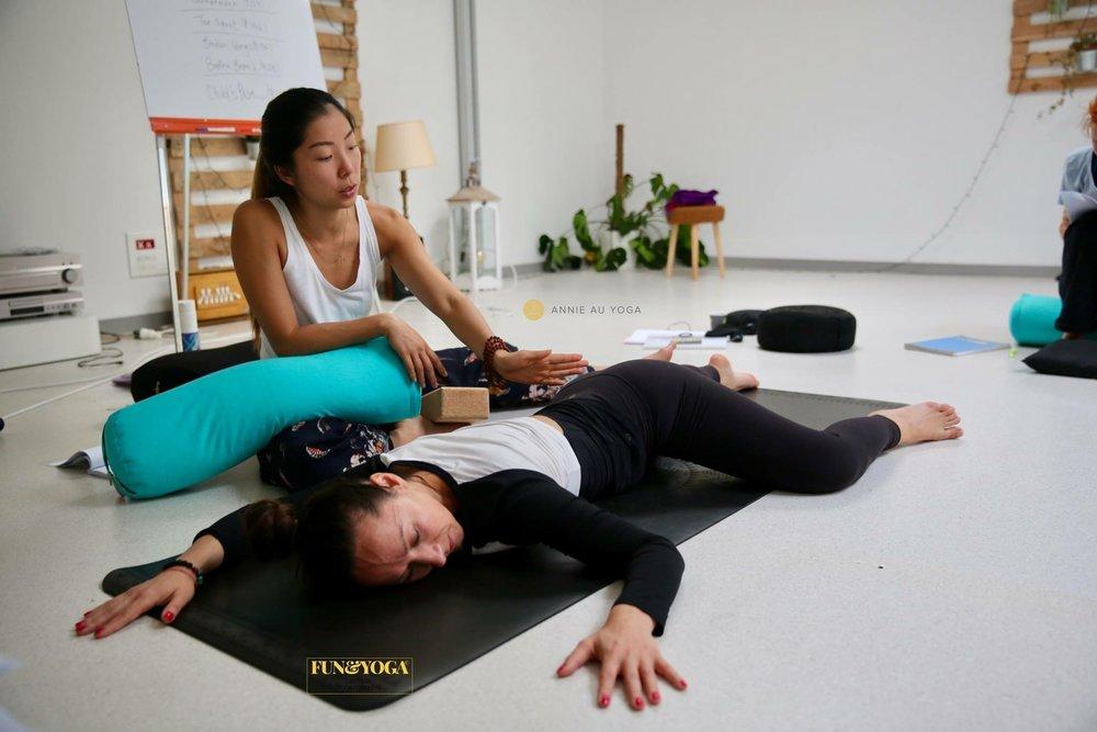Yin yoga and meridians teacher training Orléans France 2019 Annie Au