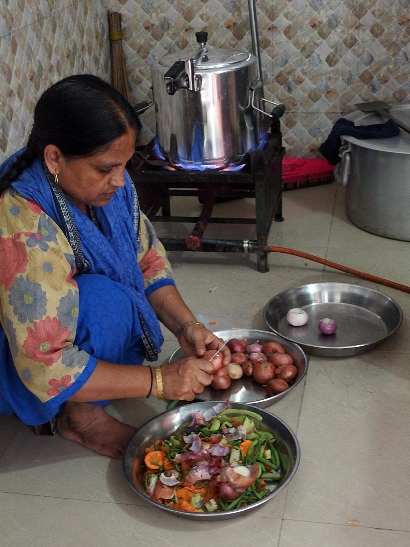 LK60682, cooking.jpg