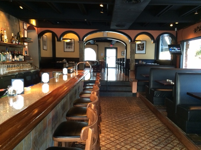 joes 101615 bar and booths.jpg