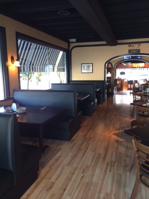 joes 101615 front dining booths.jpg