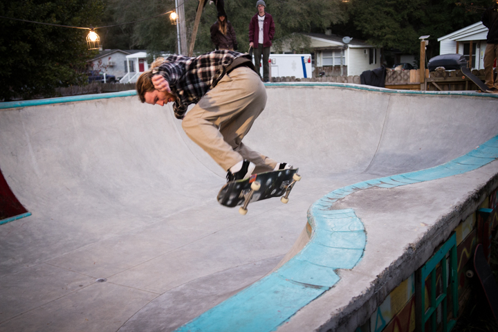 Oh yeah, skate photos...Gabe cruises.