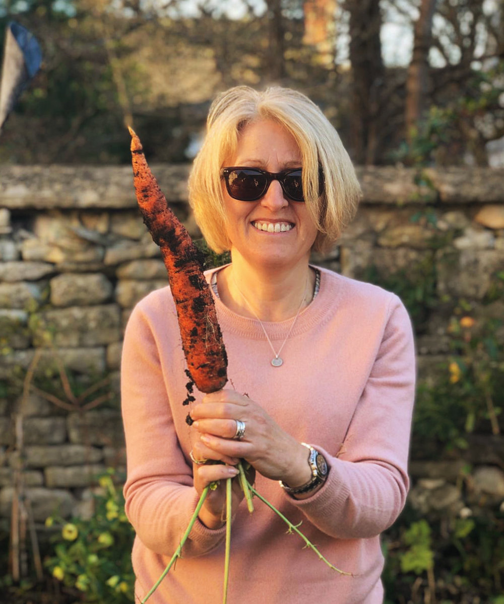 Hello! - I'm Ione. I live in Painswick with my hubby and 2 cats. I love walking, Pilates, Tai Chi and of course flowers!