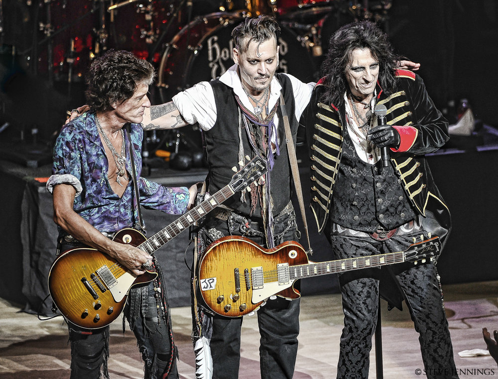 JOE PERRY, JOHNNY DEPP & ALICE COOPER (HOLLYWOOD VAMPIRES)