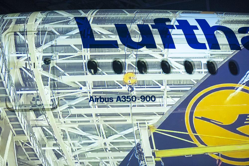 LH a350 MUC Hangar 2 (2 of 2).jpg