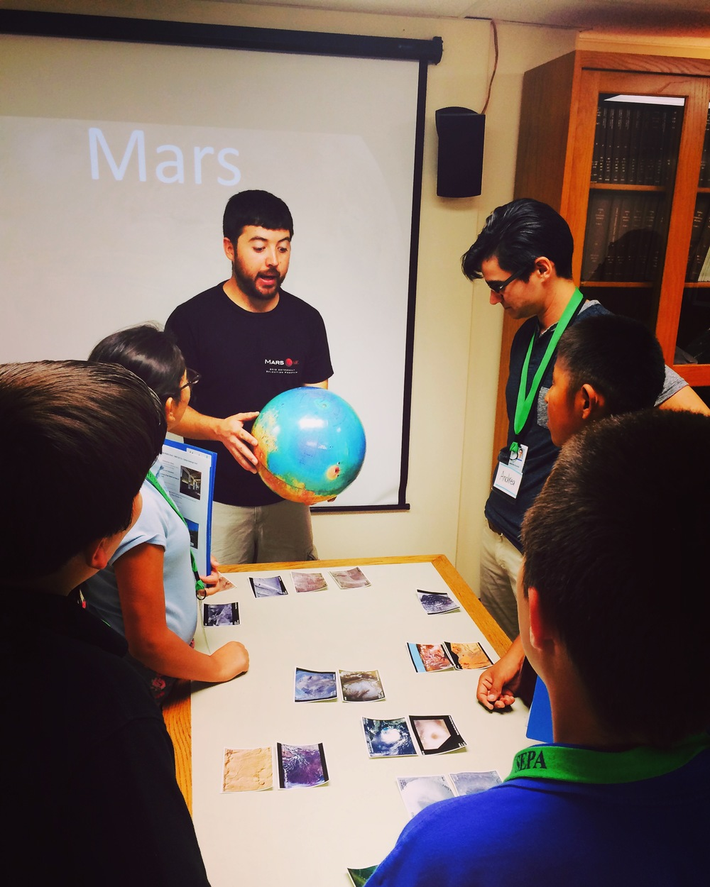 Students learn about Mars from UNM student Zach Gallegos