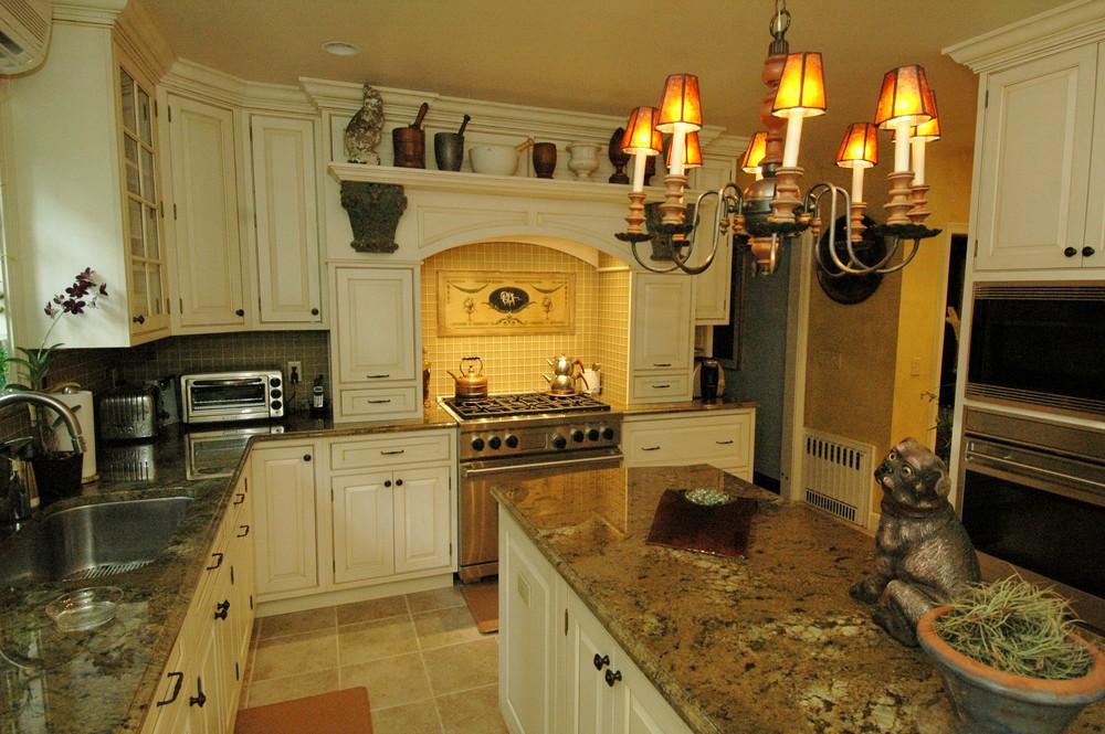 Eclectic Kitchen in  Creme