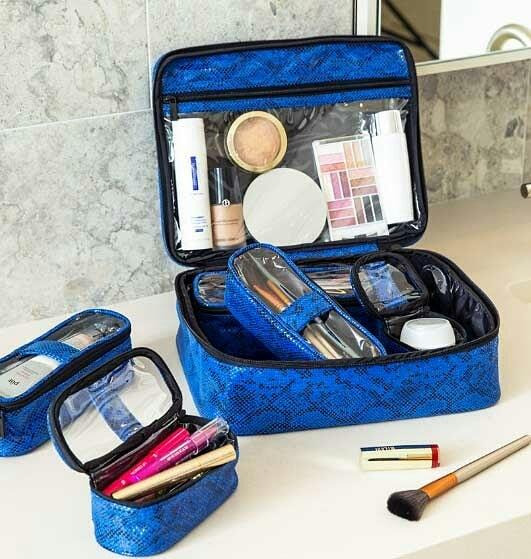 Do you use a travel makeup bag when you travel? @purseN . . . . . #pursen #cosmeticbag #cosmeticorganizer #makeupbag #makeupfordays #makeuplover #makeupbrushes #makeupaddict #travelorganizer #makeupaddiction #makeuplover #wakeupandmakeup #travelmakeup #cosmeticcase #cosmetics #snakeskin #stanfordshoppingcenter #organizers
